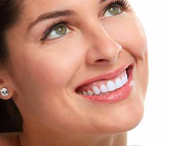 Image of a Smilling lady with whiter teeth
